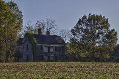 Abandoned farm house in NC Abandoned Farm Houses, Abandoned Property, Old Farm Houses, Abandoned Mansions, Old Buildings, Abandoned Buildings, Abandoned Places, Creepy Houses, Old House Dreams