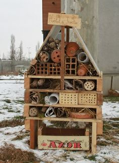 hotel insectes sur palettes en hiver wild bee hotels. Black Bedroom Furniture Sets. Home Design Ideas