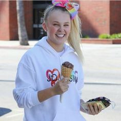 Jojo Siwa, Whats New, Southern Prep, Graphic Sweatshirt, Sweatshirts, Face, Ice Cream, Action, Style