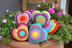 tejidos artesanales en crochet: corazones tejidos en crochet Love Crochet, Crochet Motif, Crochet Doilies, Crochet Yarn, Crochet Cushions, Crochet Pillow, Crochet Wall Hangings, Fabric Yarn, Crochet Toys Patterns