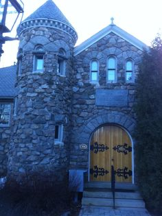 many happy memories at the library in Ogunquit, Maine Love this library.  Been there so many times.