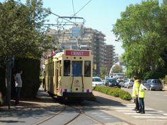 Knokke-Heist est desservie par le tramway de la côte belge appelé en néerlandais De Kusttram (« Le tram du littoral ») qui parcourt 70 km jusqu'à La Panne, à la limite de la frontière française. Son terminus nord est la gare de Knokke.