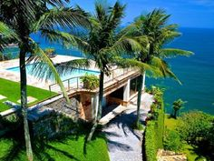 Beautiful Rio villa rental perched overlooking the beach in Barra da Tijuca with view of sea from all rooms. http://www.internetvillaholidays.com/Brazil/Rio-de-Janeiro/Sao-Conrado/100785.html