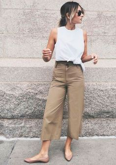 23 Most Popular Spring Outfits That Make You So Beautiful should to inspire all womenˇs on the world. Look her and try these most beautiful outfits. 30 Outfits, Heels Outfits, Spring Outfits, Casual Outfits, Fashion Outfits, Shoes Heels, Sweater Outfits, 90s Fashion, Fashion Boots