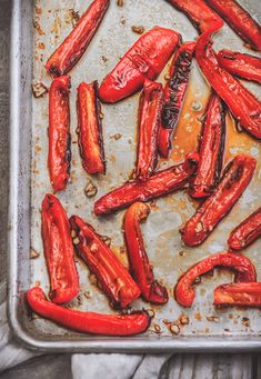 In this recipe, you will learn how to make oven roasted peppers. Oven roasted bell peppers are super easy to make, very delicious and so versatile. Make one batch of homemade roasted red peppers and use it different dishes or eat it straight from a jar! Oven Roasted Peppers, Grilled Bell Peppers, Stuffed Peppers Healthy, How To Roast Peppers, Roasting Peppers In Oven, Kosher Recipes, Cooking Recipes, Vegan Recipes, Vegetable Dishes