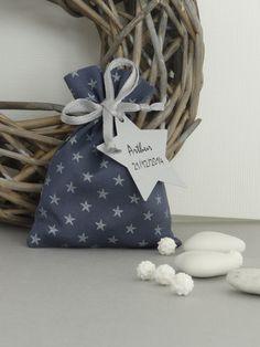 pochon ballotin pour dragées baptême bébé bleu encre à étoiles argentées : Autres bébé par les-bijoux-de-la-marquise