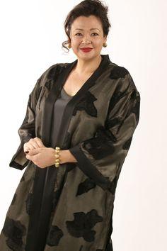 Plus Size Dressy Kimono Jacket Black Grey French Silk - Kimono Jacket Black Grey Silk Sizes Mature Fashion, Curvy Fashion, Plus Size Fashion, Womens Fashion, Fashion Outfits, Clothes For Women Over 50, Unique Clothes For Women, Plus Size Summer Dresses, Plus Size Outfits