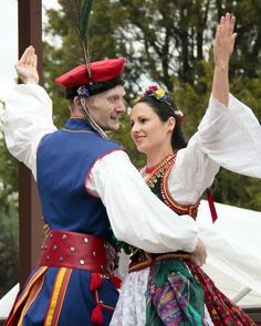 Learning about cultures that have carried the Orthodox Faith for centuries: Romanian Culture Costumes Around The World, Festivals Around The World, Cultural Diversity, Cultural Events, Romania People, Beatiful People, Romanian Food, Beauty Around The World, Folk Dance