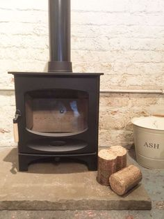 Charnwood C5 + FREE £150 FLUE VOUCHER - The Stove Fitter's Warehouse Wood Fuel, Isle Of Wight, Stoves, Fireplaces, Warehouse, Home Appliances, Mood, Living Room, Free