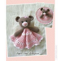 Knuffeldoekje gemaakt  https://www.etsy.com/nl/listing/504548705/mia-and-owen-the-birthday-bears-lovey