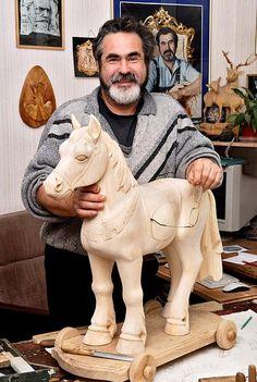 Plaster Sculpture, Horse Sculpture, Wood Carving Designs, Wood Carving Patterns, Chip Carving, Bone Carving, Wooden Horse, Wooden Art, Christmas Yard Art
