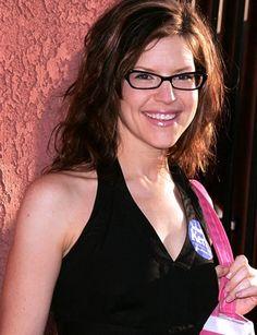 wavy hair and glasses Lisa Loeb, Her Music, Wavy Hair, Eyeglasses, Cat Eyes, Singer, Women, Style, Fashion