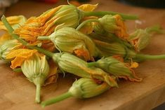 Zucchini and Prawns - Cooking Classes in Tuscany while staying in Luxurious Villas Fruits And Veggies, Vegetables, Zucchini Blossoms, Breakfast Plate, Zucchini Fries, Gluten Free Breakfasts, Gluten Free Diet, Edible Flowers, Cooking Classes