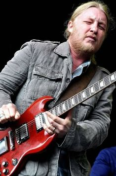 No one plays like Derek! Music Love, Music Is Life, Rock Music, Derek Trucks Band, Susan Tedeschi, Tedeschi Trucks Band, Willie Dixon, Blues Artists, Music Artists