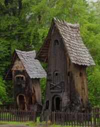 Fairdy house this one is amazingly detailed, built on stump base and well incorporated into the landscape - Pesquisa Google