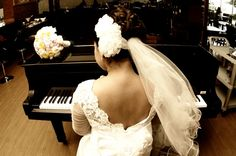 piano e noiva: combinação surpreendentemente interessante