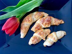Croissanty z czekoladą mega szybkie, mega łatwe i mega pyszne – rogaliki z ciasta francuskiego z czekoladą Sausage, Ethnic Recipes, Food, Sausages, Essen, Meals, Yemek, Eten, Chinese Sausage