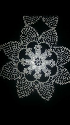 İğne oyası Hobbies And Crafts, Diy And Crafts, Needle Lace, Pedi, Tatting, Polka Dots, Handmade, Farmhouse Rugs, Craft