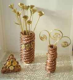 Master class for weaving a spiral floor vases Sun Paper, Paper Quilling Patterns, Recycled Magazines, Magazine Crafts, Paper Wall Art, Paper Weaving, Newspaper Crafts, Art N Craft, Paper Basket