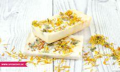 Návod na bylinkové mydlo s nechtíkom. Ak ste sa tento rok rozhodli pre svojich blízskych pripraviť handmade vianoce, prinášame vám ďalší tip na skvelý... Home Made Soap, Kraut, Camembert Cheese, Mashed Potatoes, Dairy, Cream, Ethnic Recipes, Shampoo, Marigold Flower