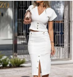 Chic casual two piece white outfit. Skirt Outfits, Fall Outfits, Women's Fashion Dresses, Casual Dresses, High Skirts, Fashion Terms, Classy Dress, Bollywood Fashion, Dress Codes