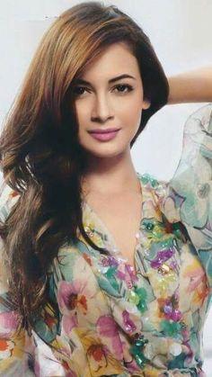 Dia Mirza, who will soon be seen in an Indo-Iranian film Salaam Mumbai! Cute Beauty, Real Beauty, Beauty Women, Asian Beauty, Indian Celebrities, Bollywood Celebrities, Bollywood Actress, Dia Mirza, Beautiful Indian Actress