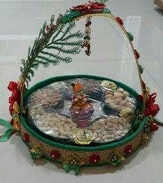 Indian Wedding Gifts, Desi Wedding Decor, Indian Wedding Decorations, Wedding Crafts, Thali Decoration Ideas, Basket Decoration, Afghan Wedding, Diy Crafts For Home Decor, Wedding Plates