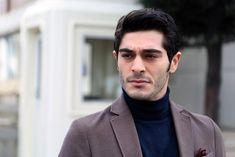 That look tho👀🌚 The Americans Tv Show, Murat And Hayat Pics, Most Handsome Actors, My First Crush, Turkish Beauty, Turkish Actors, Series Movies, No One Loves Me, Barista