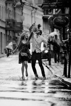 Romantic walk skipping in the rain… Couple Photography, Photography Poses, Street Photography, Black And White Love, Black And White Pictures, I Love Rain, Shall We Dance, Dancing In The Rain, Photo Black