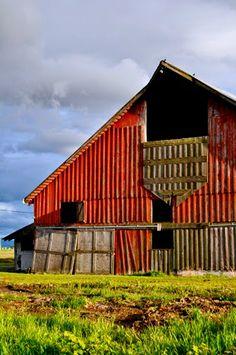 Typical barn in Washington's Skagit Valley - from Sharyn Sowell's blog