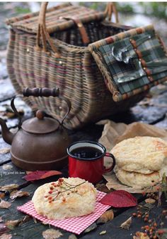 Glam Camping, Autumn Painting, Cozy Cottage, Tea Time, Hot, I Am Awesome, Food And Drink, Dining, My Favorite Things