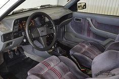 GM Kadett GS 1990 . Pastore Car Collection              Chevrolet Kadett GS 1990/1990 na cor Branco Everest em raro estado de conservação. Veículo com ar condicionado, direção hidráulica e vidros elétricos. Motor: transversal, 4 cilindros em linha, duas válvulas por cilindro, comando de válvulas simples no cabeçote, alimentação por carburador de corpo duplo,  potência de 110 cv a 5.600 rpm e torque de 17,3 kgfm a 3.000 rpm. Em 1989, os dias do Monza esportivo estavam contados: a GM apre...