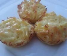 Recipe Macaroni Muffins by Caroline Rigg, learn to make this recipe easily in your kitchen machine and discover other Thermomix recipes in Baking - savoury. Lunch Box Recipes, Egg Recipes, Snack Recipes, Cooking Recipes, Lunchbox Ideas, Savoury Recipes, Bellini Recipe, Koken