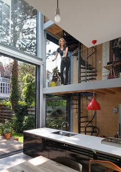 Renovated townhouse in The Hague by Personal Architecture with mezzanine floors, a triple-height kitchen and a spiral staircase. Loft Design, Design Case, House Design, Interior Architecture, Interior And Exterior, Installation Architecture, Building Architecture, Casas Containers, Interior Decorating