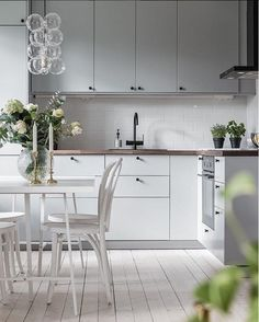 A design experience--inspiration, interviews, tips, and hand-selected products. Kitchen Nook, Rustic Kitchen, Country Kitchen, Kitchen Dining, Kitchen Ideas, Compact Living, Beautiful Interiors, Kitchen Interior, Minimalist Design
