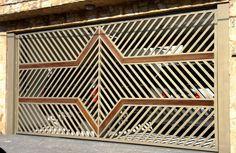 Portão Tubular Madeira EP-203 com preenchimento de metalon de aço carbono 100% galvanizado em diversos perfis. Pode conter detalhes em tubos de aço, chapa ou madeira.