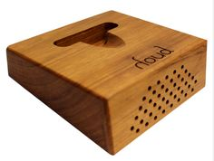Bogota, Colombia-based Houd has developed a beautiful wood speaker that naturally amplifies sound from your smartphone or tablet without the need for additional electricity.