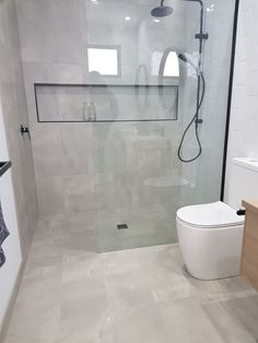 Black Framed Shower Niche 2019 Walk In Shower Black Framed Shower Screen Walk in Shower Small Ensuite Small Bathroom Ideas The post Black Framed Shower Niche 2019 appeared first on Shower Diy. Modern Master Bathroom, Minimalist Bathroom, Bathroom Layout, Modern Bathroom Design, Bathroom Interior Design, Small Bathroom, Bathroom Ideas, Bathroom Organization, Bathroom Inspo