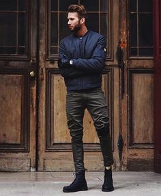 A navy bomber jacket and olive jeans teamed together are a sartorial dream for those who love relaxed styles. Introduce black leather casual boots to the equation to avoid looking too casual. Military Fashion, Mens Fashion, Military Style, Stylish Men, Men Casual, Estilo Dark, Navy Bomber Jacket, Olive Jeans, Fashion Network