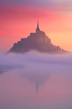The colors of the sky are absolutely captivating! To me, the castle looks like a magical castle. A castle with clear water and a bit of fog, to make it more mysterious. Beautiful World, Beautiful Places, Beautiful Pictures, Places To Travel, Places To Visit, Le Mont St Michel, Landscape Photography, Sport Photography, Photography Ideas
