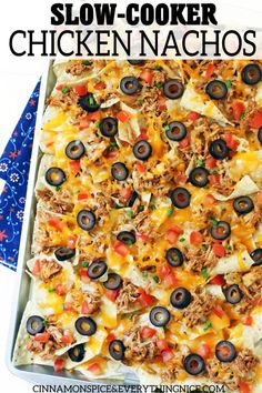 Slow-Cooker Chicken Nachos - Slow-Cooker taco chicken piled high on tortilla chips with plenty of cheese and all your favorite toppings! Slow Cooker Recipes, Crockpot Recipes, Chicken Recipes, Healthy Recipes, Bariatric Recipes, Yummy Recipes, Recipies, Slow Cooker Chicken Tacos, Chicken Nachos