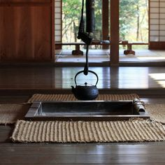 IRORI in Japanese traditional style farm house / 古民家(こみんか) Japanese Tea House, Traditional Japanese House, Japanese Sake, Japanese Homes, Japanese Symbol, Japanese Kitchen, Japanese Culture, Japan Design, Wabi Sabi