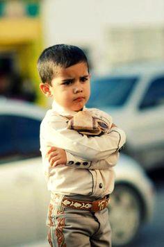 México Niño con traje típico de charro.