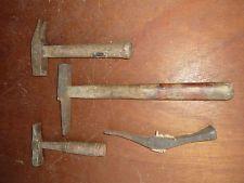 Lot de 4 anciens petits marteaux, ancien outil, vieux métier art populaire