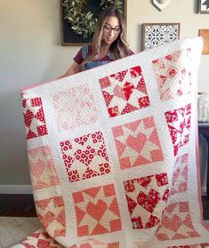 15 lovely heart quilt patterns [friday favorites] (A Little Bit Biased) Star Quilt Blocks, Star Quilts, Patchwork Quilting, Scrappy Quilts, Heart Quilt Pattern, Quilt Patterns, Quilting Projects, Quilting Designs, Diy Craft Projects