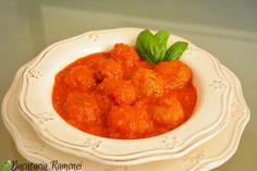 Sunt sigură că vă plac chifteluțele! De fapt cui nu îi plac? Dar, dacă acestora li se prepară și un sos în care gustul lor să se contopească cu gustul sosului însuși, acestea vor deveni irezistibile! Haideți să le pregătim împreună:  http://bucatariaramonei.com/recipe-items/chiftelute-cu-sos-de-rosii/  #chiftele #meatballs #carne #busuioc #food #foodporn #chiftelute #reteta #meat