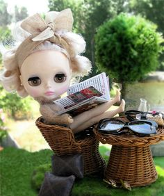 Amazing miniature scene with custom Blythe doll by ellewoods2007 via Flickr    #doll #blythe #miniature