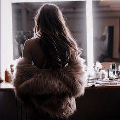 Aesthetic Women, Aesthetic People, Classy Aesthetic, Aesthetic Photo, Aesthetic Pictures, Kat Mcnamara, Aphrodite Aesthetic, Luxury Lifestyle Fashion, Elle Kennedy