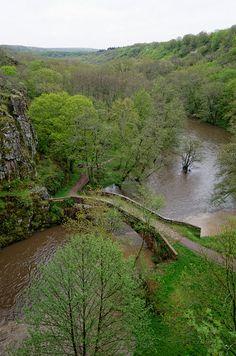 Footbridge over the Yonne