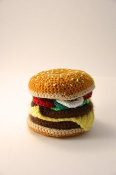 With this pattern by Vliegende Hollander you will lear how to knit a Hamburger - Cheeseburger - Bun - Toy Food - Play Kitchen - Amigurumi step by step. It is an easy tutorial about hamburger to knit with crochet or tricot. Crochet Motifs, Crochet Patterns Amigurumi, Crochet Dolls, Crochet Food, Cute Crochet, Easy Crochet, Knooking, Cheeseburger, Crochet Needles